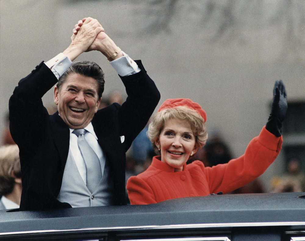 The_Reagans_waving_from_the_limousine_during_the_Inaugural_Parade_1981